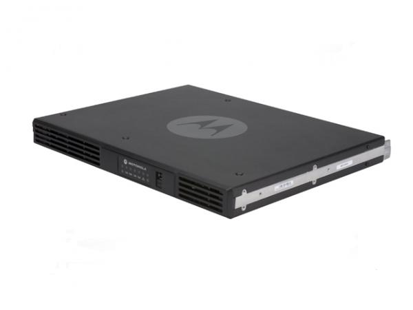 Repeater SLR5500 UHF403-470MHz 1-50W inkl. BDA QA05488AA + Stromkabel QA05485AA